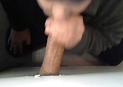SUCKING BULKY ARAB PURPLE ROD IN GLORYHOLE